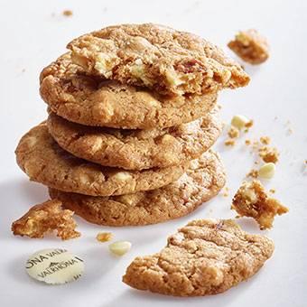 white chocolate pecan cookie